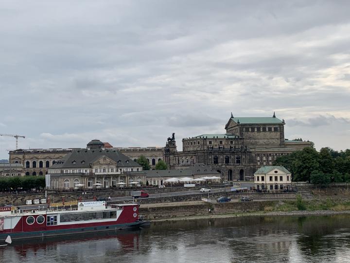 Blick über die Elbe auf Semper Oper und Zwinger